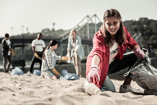 picking-up-trash-on-beach
